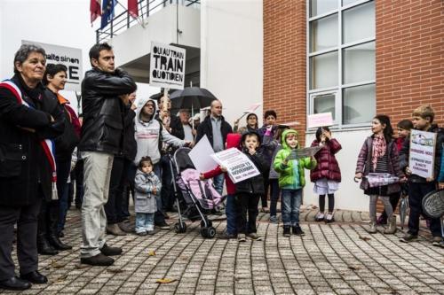 Manifestation pour un halte ferroviaire